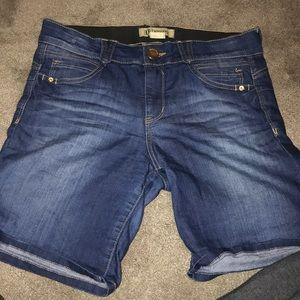 Democracy Size 8 Jean Shorts